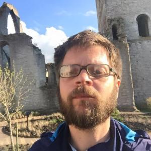 Jag, en skäggig sociologilärare vandrar ensam bland ruinerna